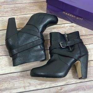Madden Girl Sharpen Ankle Booties Size 9